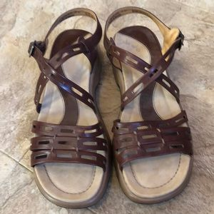 Ladies sandals choc brown sz 9